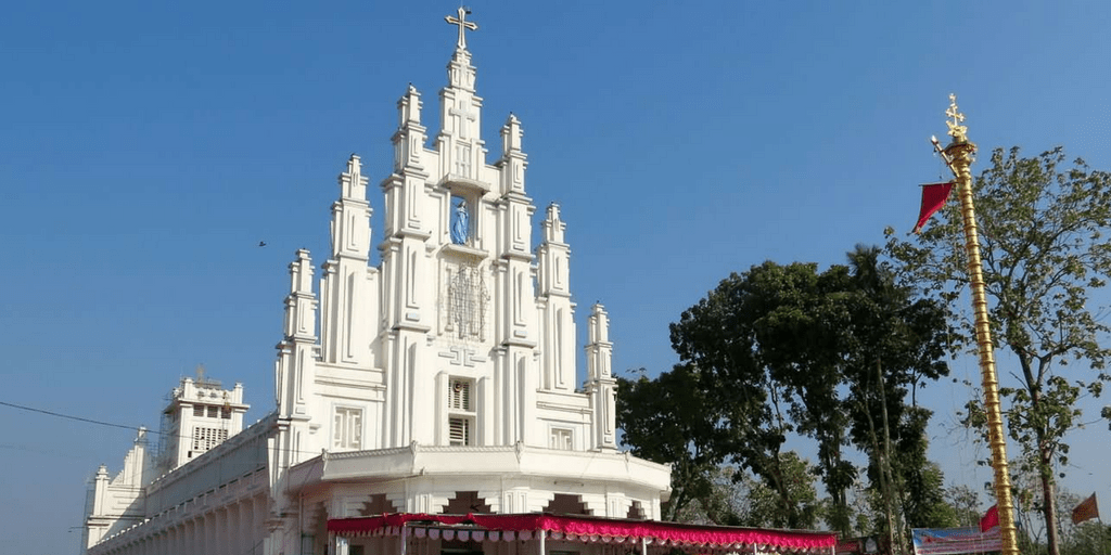 Places to visit near Kochi-St Mary's Forane chruch Kuravilangad