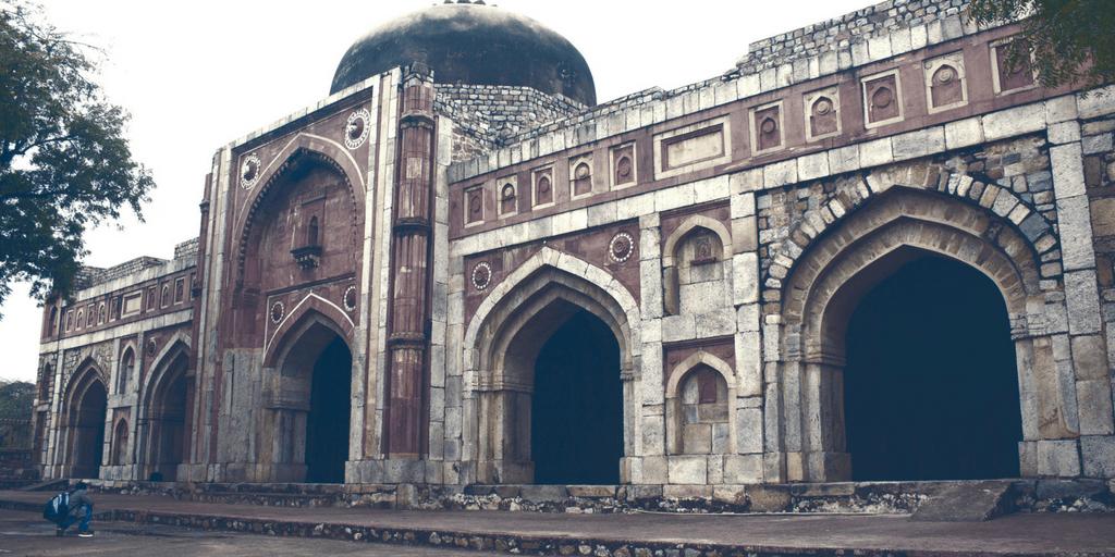 Haunted places in Delhi- Jamali KAmali Tomb