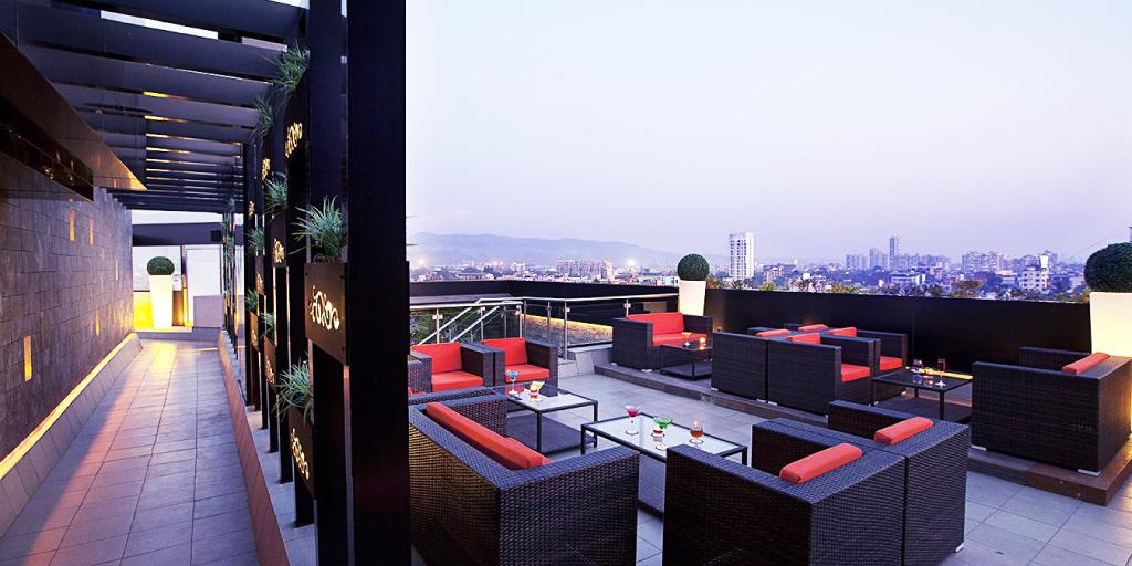 The rooftop yogi executives in mumbai