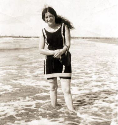 1920, Susan Saltzman