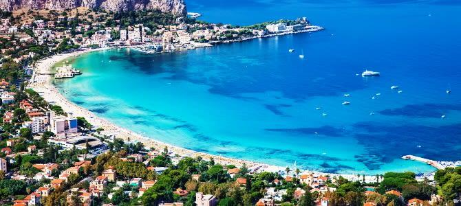 Sicílie, Pláž Mondello, Itálie