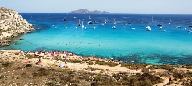 Ostrov Capri, pláž Marina Grande, Itálie