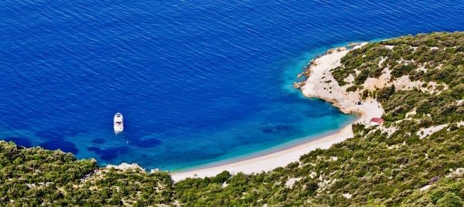 Ostrov Cres, pláž Lubenice, Chorvatsko