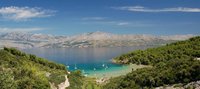 Postira, pláž Lovrečina, Chorvatsko
