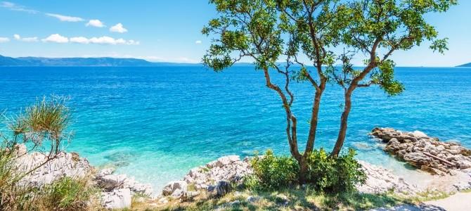 Rabac, pláž Girandella, Chorvatsko