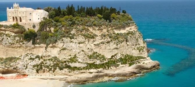 Kalábrie, pláž Tropea, Itálie