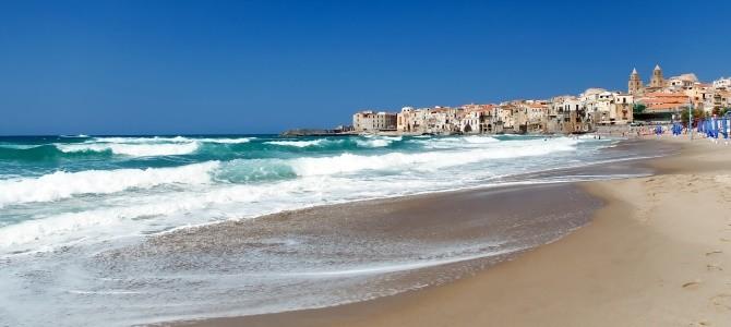 Sicílie, pláž Cefalú, Itálie