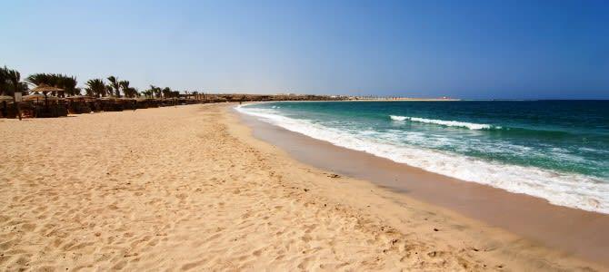 Marsa Alam, pláž Abu Dabbab, Egypt