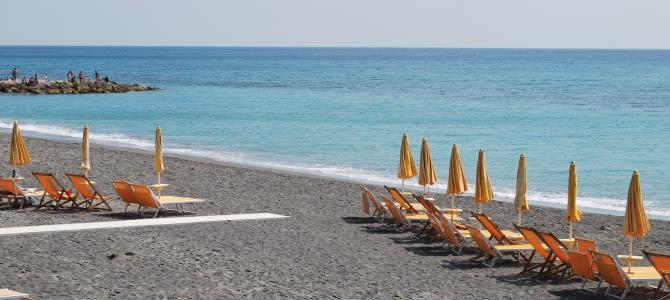 Ligurie, pláž Loano, Itálie
