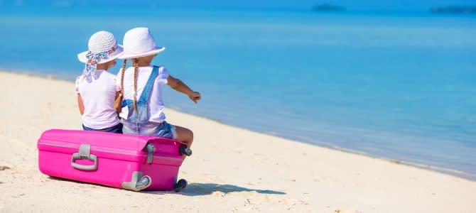 Děti na sbaleném kufru