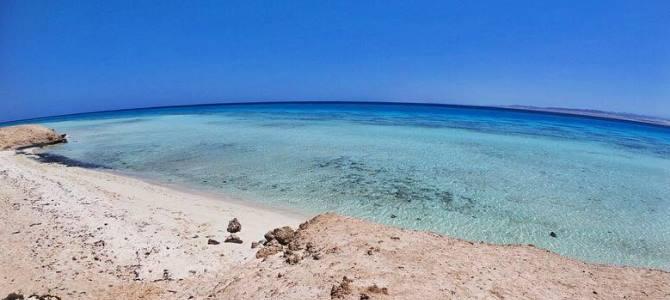 Marsa Alam, pláž Sharm El Luli, Egypt