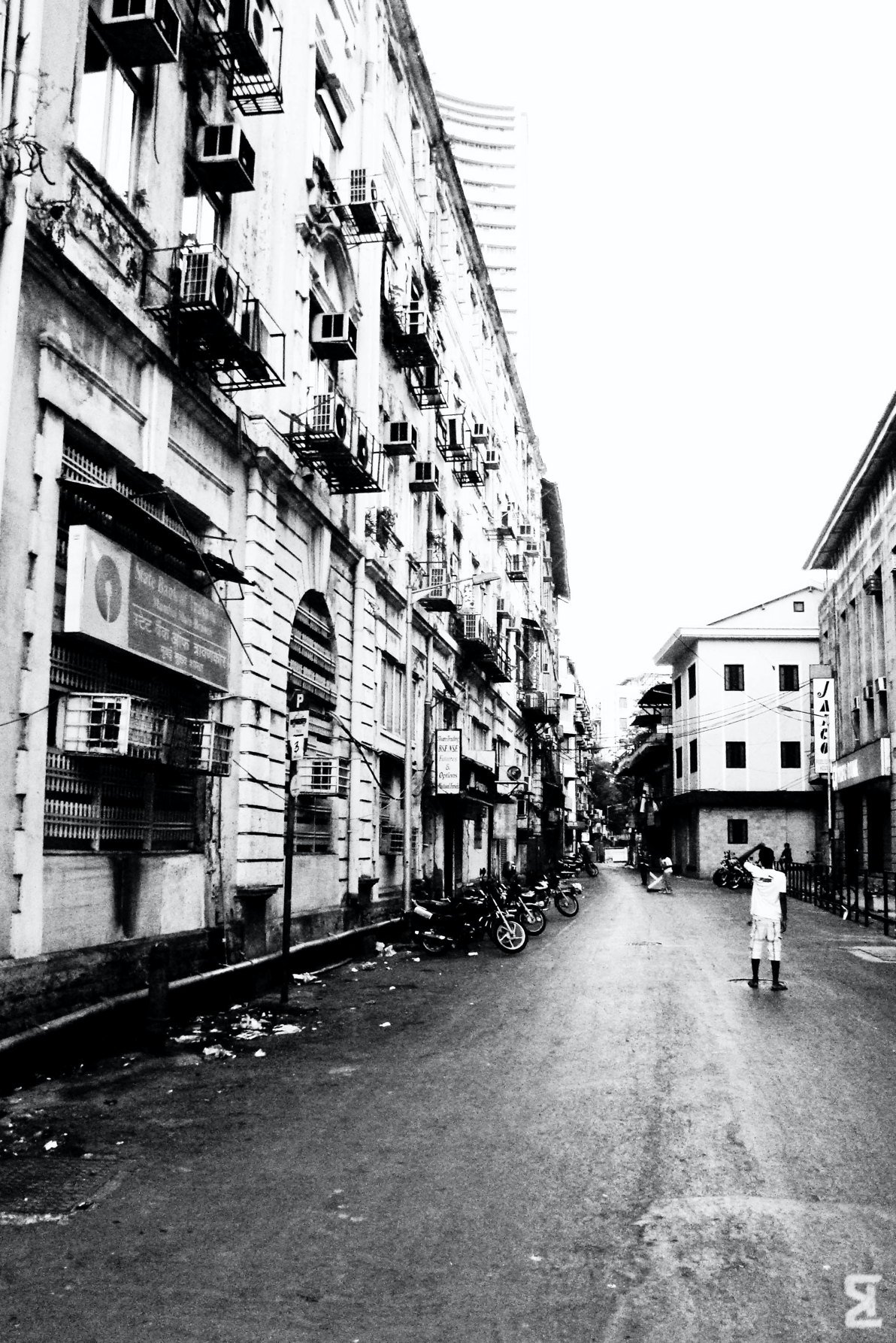 There is no one way to define Bombay. It is a city of varied people, localities, faiths and business. Street Photography,