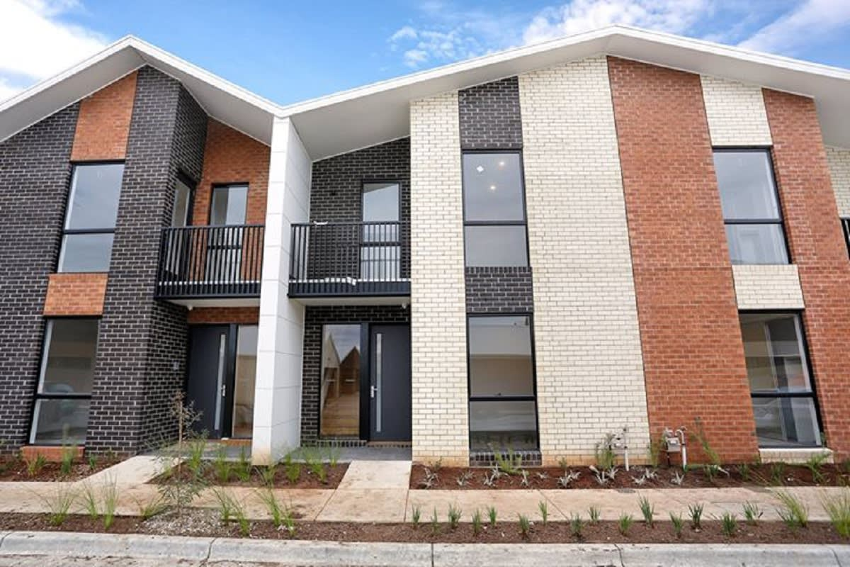 Image of the Havenlea Lane townhomes on the site.