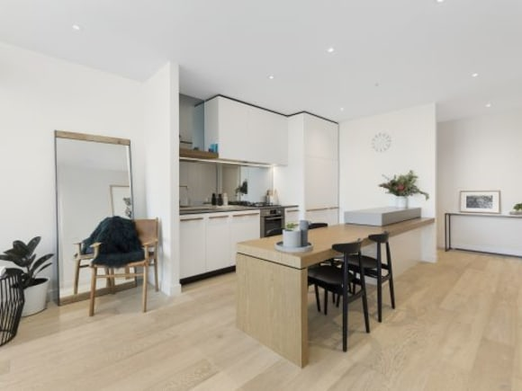 Urban's tour of a completed Volaire apartment