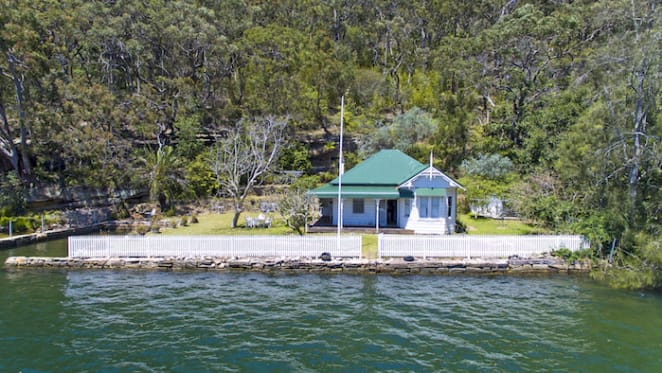 Home on Sydney Harbour listed for first time in 80 years