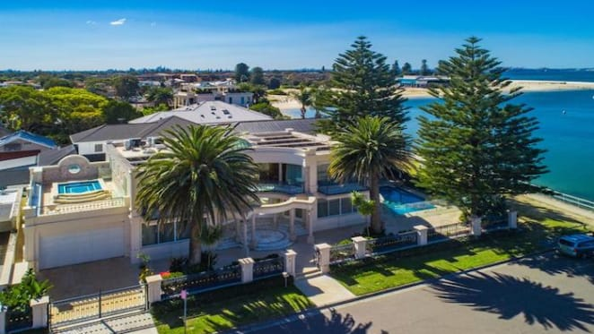 Waterfront Sandringham house, Palazzo, listed for sale