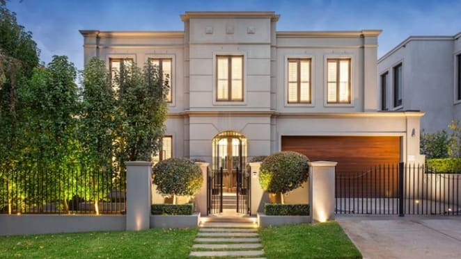 Luxury trophy home in Toorak listed for $6 million