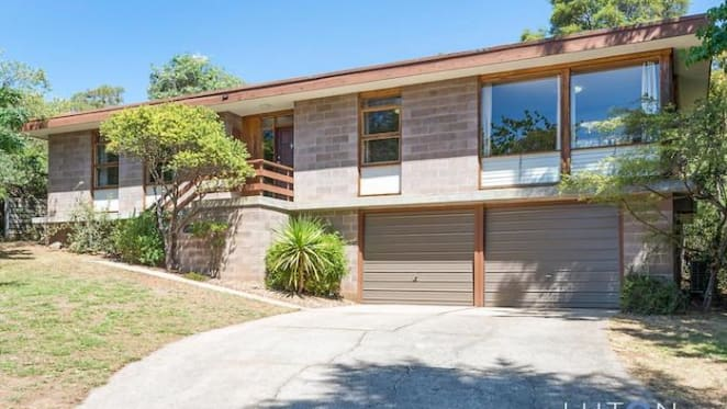 Bushland-surrounded Deakin, Canberra house sold for $1,455,000