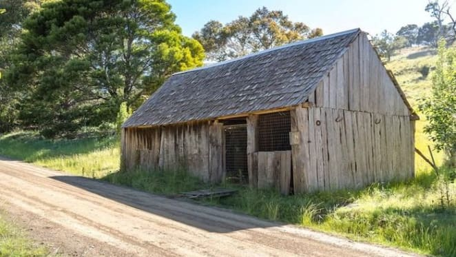 Tea Tree land with 1850 homestead/shed sold for $175,000