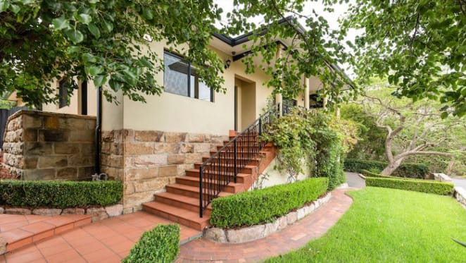 Sandstone home in Hunters Hill sold under the hammer