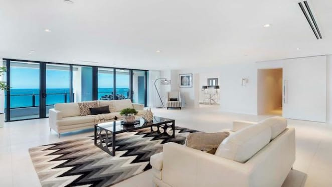 Mortgagee Surfers Paradise beachfront apartment listed for auction