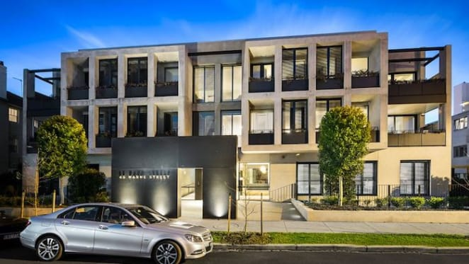 Former bookmaker king Simon Beasley sells South Yarra apartment