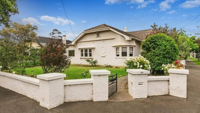 Lenny Hayes' Brighton home sold amid pre-Christmas auction rush