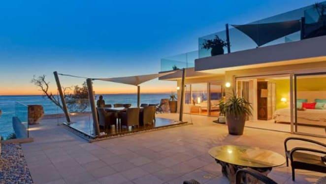 Broadcaster Alan Jones sells Avoca apartment