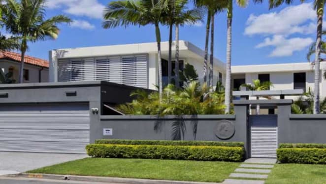 Gold Coast Titans director Darryl Kelly buys on Admiralty Drive
