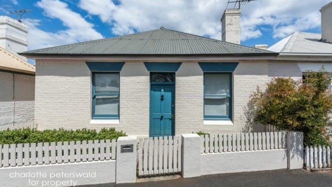 Battery Point, Hobart whalers' cottage fetches $680,000