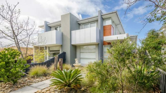 Magpie Jason Cloke sells in Williamstown