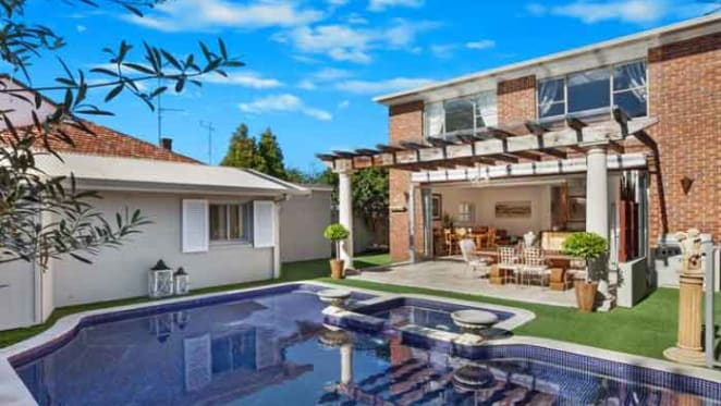 Sleep doctor sells in South Coogee