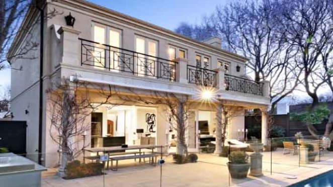 Shane Warne sells to the Watson family in Brighton