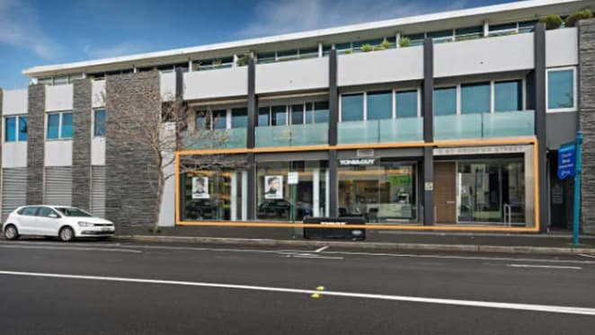 Bayside Melbourne shop with lease to Toni & Guy on the market