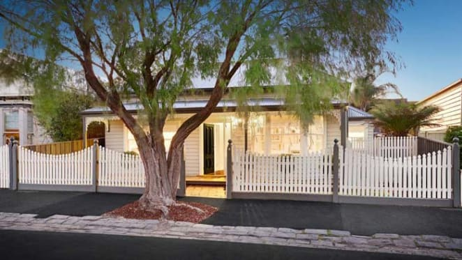 Ski champion Alisa Camplin passes in Hawthorn cottage as Melbourne clearance rate eases