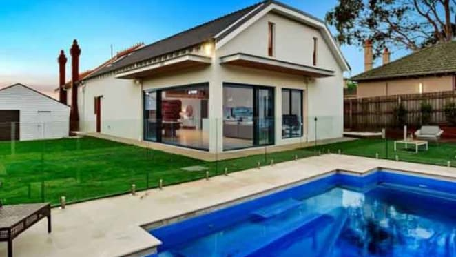 Bomber Dyson Heppell sells in Moonee Ponds