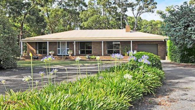 Regional Victoria's median dwelling price hits $300,000: CoreLogic