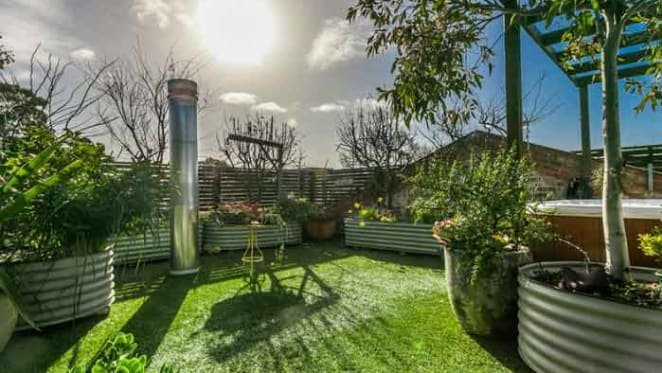 Inner city rooftop garden offering fails to sell