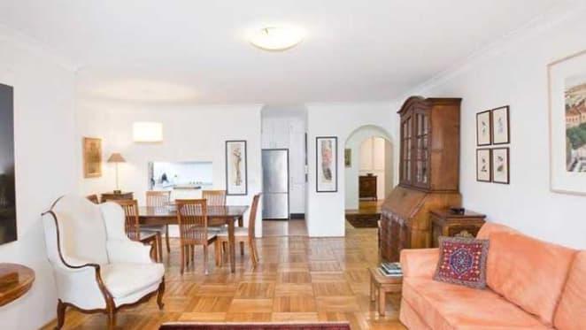 Veteran actor John Gaden lists Rushcutters Bay apartment