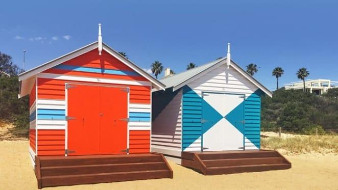 Brighton bathing box sells to locals at record $285,000