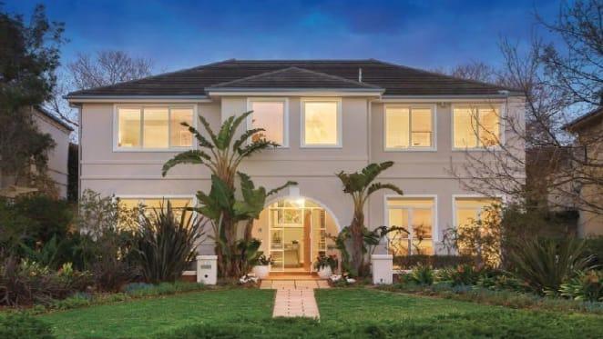 Jockey Damien Oliver lists Beacon Cove home