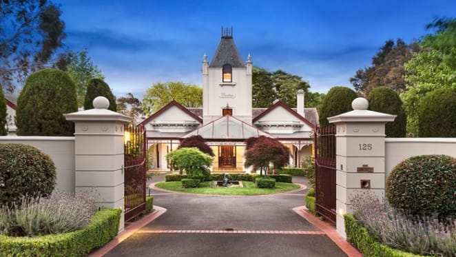 Cumbrae, the Balwyn trophy home, remains listed