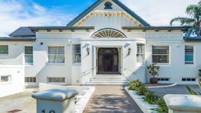 Jodhi Meares selling Point Piper apartment
