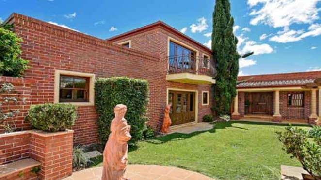 Golf champion Rodger Davis lists Burleigh Heads home