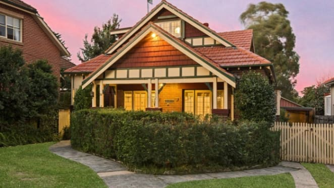 Roseville and Alphington secure weekend top prices