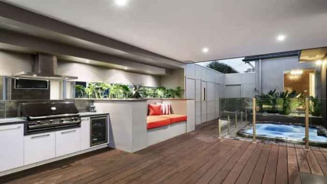 Cricketer Peter Siddle sells in Ormond