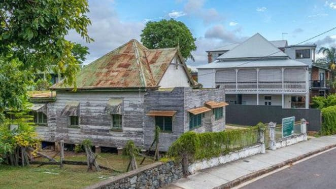 1880s Teneriffe coach house under contract