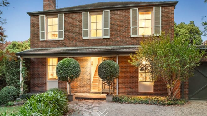 English-style Kooyong trophy home listed