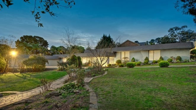 Treasurer orders foreigners to sell Mt Waverley property