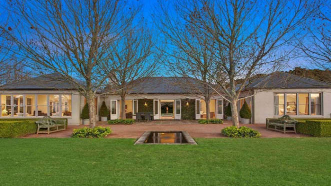 Edward Jewell Tait buys in Rose Bay after Robertson sale